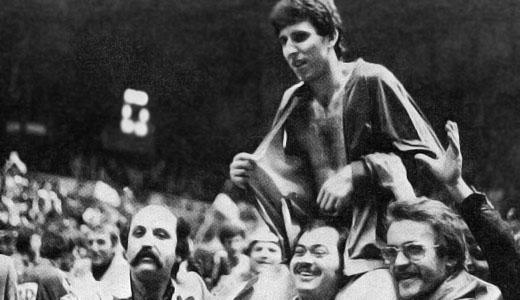Ratko Radovanović na ramenima navijača