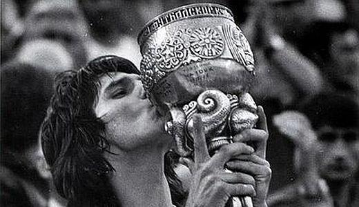 IvicaŠurjak sa trofejem Kupa Maršala Tita