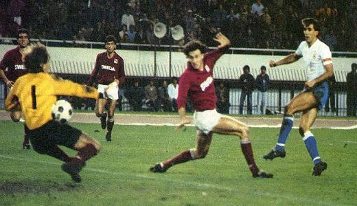 Zlatko Vujović šutira na gol Torina 1985. godine