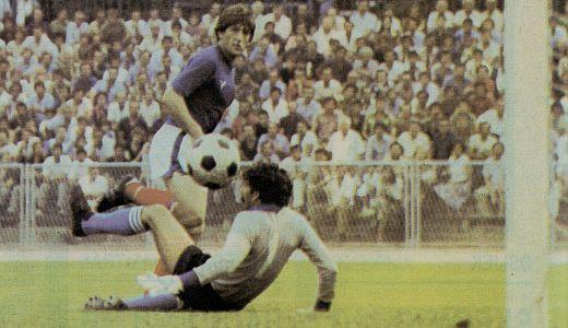 Safet Sušić postiže gol protiv Italije