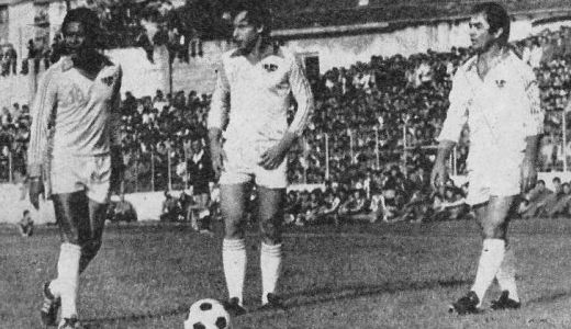 From left: Eusebio, Džajić and Šekularac during the game