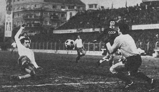 Hajdukovac Slaviša Žungul pred sovjetskim golom