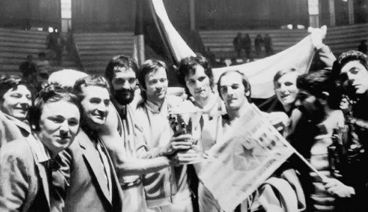 Košarkaši Zvezde sa trofejem osvajača Kupa pobednika kupova