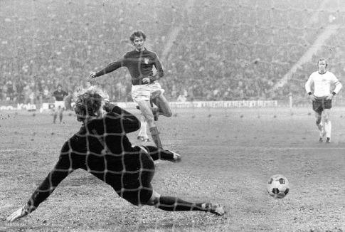 Pobedonosni gol Duška Bajevića sa bele tačke