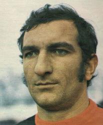Radovan Bokan, nestašni dečko YU-fudbala, u meču Budućnost - Sutjeska glavom je udario sudiju Stanišića i zaradio dvogodišnju suspenziju. Kasnije je pomilovan, pa je prešao u zenički Čelik ...