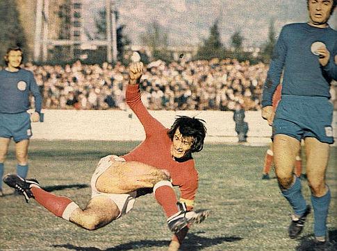 Velež - Dinamo 2:0, 11. novembar 1973. godine: Majstorski potez Duška Bajevića (crveni dres, Velež)