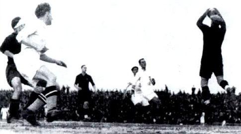 Rikardo Zamora hvata loptu na utakmici u Beogradu (FOTO: http://s284.photobucket.com/user/icko161081/library/)