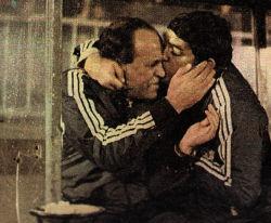 Miladinović (desno) čestita Mladiniću veliku pobedu nad Zvezdom