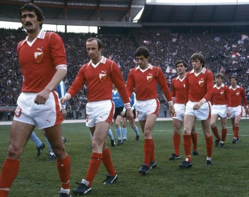 Odrekli se pruga: domaći dresovi fudbalera Crvene zvezde u proleće 1979. godine, tokom pohoda