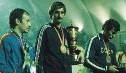 Kapiten Rato Tvrdić sa trofejem namenjenim pobedniku