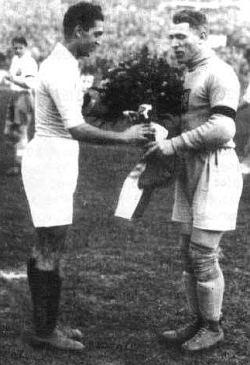 Kapiteni Jugoslavije i Čehoslovačke Đorđe Vujadinović i František Planička