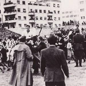 Slavlje domaćina na Starom placu nakon utakmice sa Zvezdom