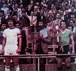Kapiteni Rijeke Zvjezdan Radin (levo) i Trepče Miško Stolić (desno) uoči finala Kupa Jugoslavije