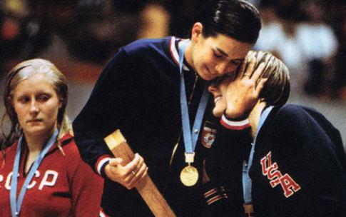 """Đurđa Bjedov (u sredini), osvajačica zlatne medalje, levo je drugoplasirana Halina Prozumenšikova (SSSR), a desno """"bronzana"""" Šeron Vihman (SAD)"""