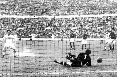 Detalj sa finalne utakmice fudbalskog turnira Jugoslavija - Mađarska 0:2