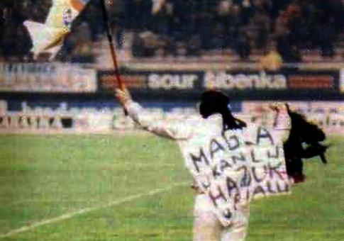 Baraba sa petlom na terenu stadiona u Poljudu