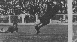 Josip Lalić je iz slobodnog udarca  u šesnaestercu pronašao Krasnodara Roru, koji u padu glavom šalje loptu pod prečku Partizanovog gola