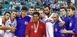 Košarkaši SR Jugoslavije sa Alijem