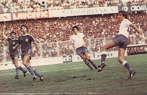 Sleva: Dinamovci Branko Tucak i Srećko Bogdan, Hajdukovci Ivica Šurjak i Drago Rukljač