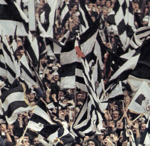 Beogradska zvona zvone da pozdrave (jesenje) šampione: Navijači Partizana slave titulu na stadionu u Novom Sadu nakon trijumfa (2:0) Partizana nad Vojvodinom