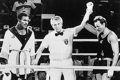 Odluka koja je potresla bokserski svet: Ivander Holifild, Gligorije Novičić i Kevin Beri