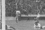 Jole Skoblar (broj 10) proslavlja pogodak protiv Nemačke (3. maj 1967. godine)