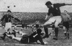 Gužva pred golom Vladimira Beare na utakmici Fiorentina - Crvena zvezda 0:0