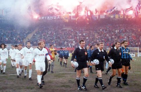"""Igrači Partizana i Intera izlaze na njivu stadiona """"Đuzepe Meaca"""" u Milanu"""
