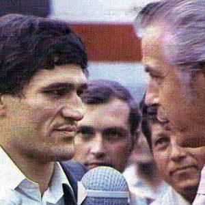 Sportski komentator Dragan-Gaga Nikitović intervjuiše Mlatu Parlova na beogradskom aerodromu po dolasku iz Havane 1974. godine
