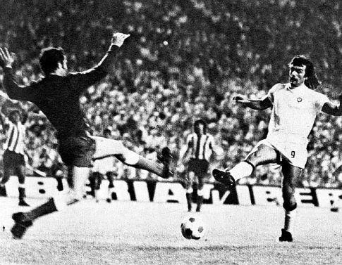 Čovek odluke u susretu sa madridskim Atletikom Nenad Cvetković (beli dres)