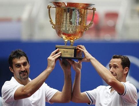 Nenad Zimonjić i Francuz Mihael Ljodra, osvajači turnira u Pekingu 2011. godine