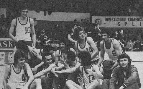 Trijumfom nad sarajevskom Bosnom 94:86 (47:41), košarkaši beogradskog Radničkog su kolo pre kraja osvojili šampionsku titulu, ispred favorizovane Crvene zvezde ...