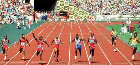 Finale trke na 100 metara u Seulu 1988. godine. Sleva: Denis Mičel, Desai Vilijams,   Ben Džonson, Kalvin Smit, Linford Kristi, Karl Luis, Rej Stjuart i Robson da Silva