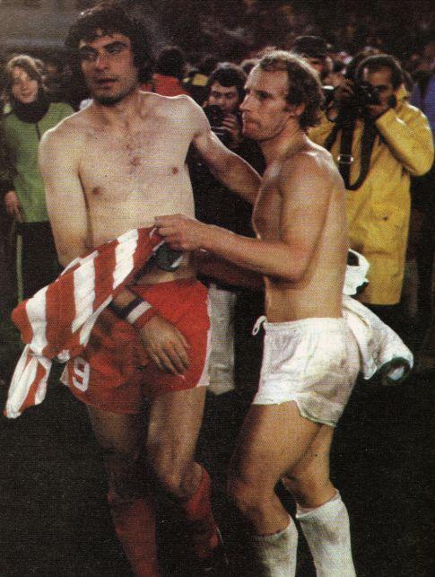 Dušan-Duuule Savić i Berti Fogts nakon utakmice