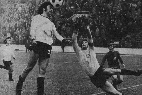 Partizan - Dinamo 2:1: Moca Vukotić (beli dres) i golman Dinama Fahrija Dautbegović