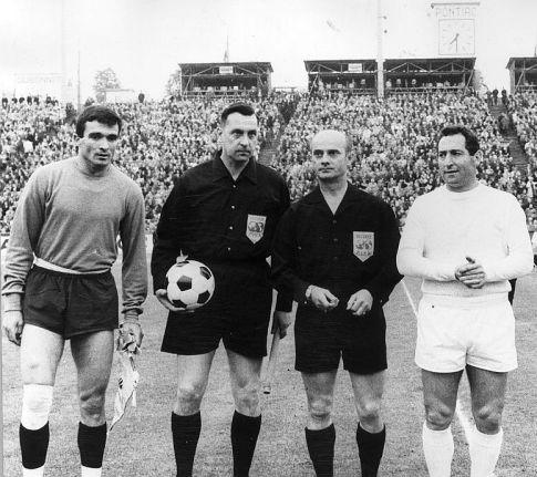 Kapiteni Partizana i Reala, Milutin Šoškić (levo) i Francisko Gento (desno)