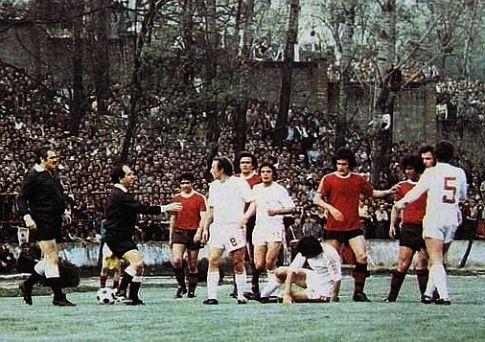 Sloboda - Crvena zvezda 2:2: Gužva na terenu nakon što je Jovanović udario Kovačevića