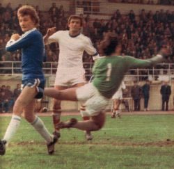 Snješko Cerin (plavi dres, Dinamo) postigao je oba gola protiv Slobode na turniru u Rijeci