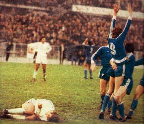Dinamo - Željezničar 3:1: Saigrači čestitaju Cerinu (9) na pogotku