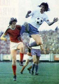 Napredak - Hajduk 1:1: Duća Pešić (levo, Napredak) i Luka Peruzović bore se za loptu