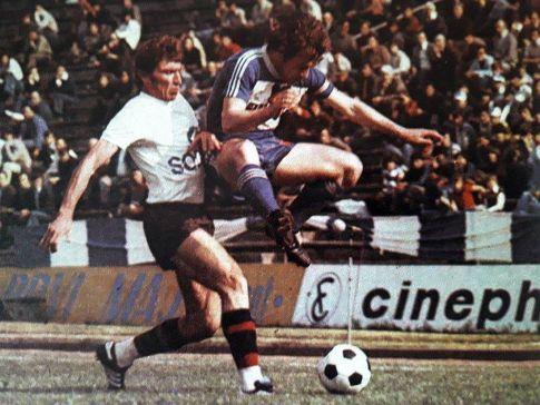 OFK Beograd - Sloboda 2:0: Duel Ešrefa Jašarevića (levo, Sloboda) i Ilije Petkovića