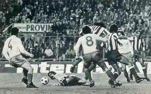 Jedna od mnogobrojnih gužvi pred golom Hajduka na utakmici u Madridu