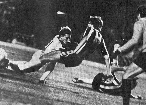 Oleg Blohin (beli dres) predstavljao je konstantnu opasnost po gol Partizana