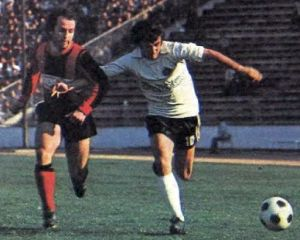 Partizan - Vardar 1:0: Duel Vanča Spasovskog (levo, Vardar) i Momčila-Moce Vukotića