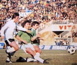 Ilija Zavišić (beli dres, Partizan) u napadu ka golu Ljubljančana