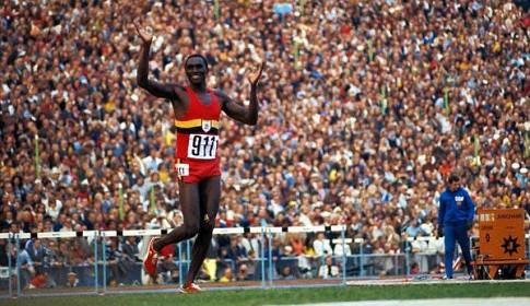 Džon Aki Bua trči pobednički krug (FOTO: Bettmann/CORBIS)