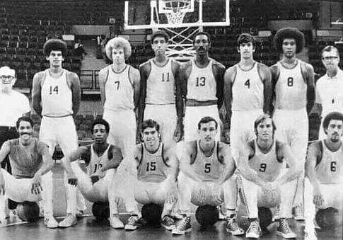 Ekipa Portorika, sa brojem 4 je Miki Kol