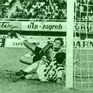 Lopta je po treći put u Partizanovoj mreži ...