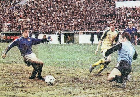 Velika šansa u kojoj se našao Zlatko-Cico Kranjčar (plavi dres)